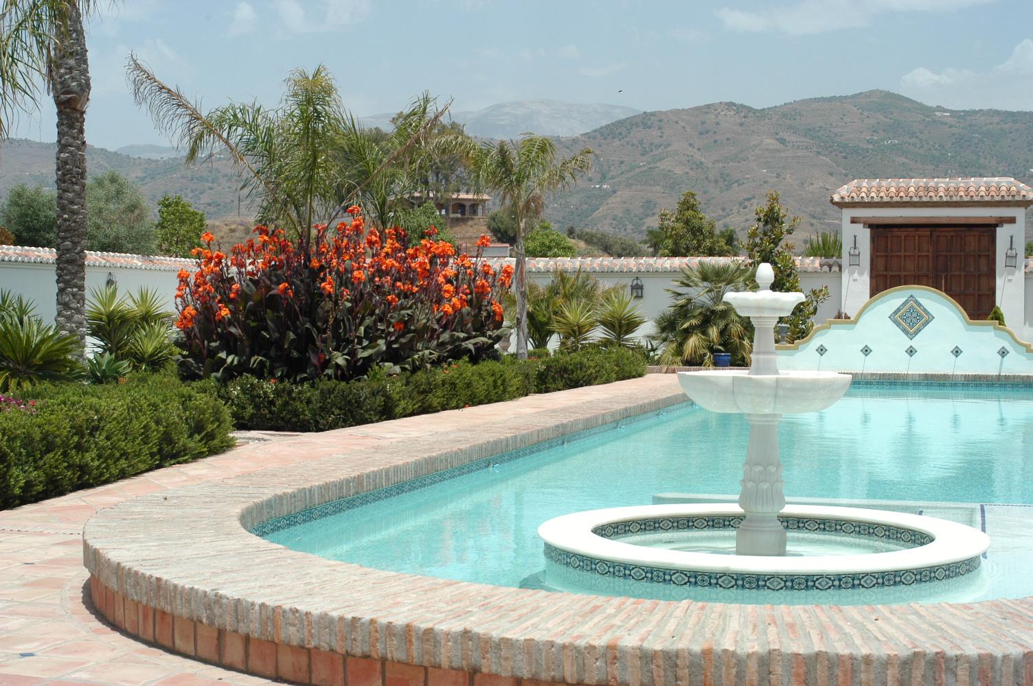 6 Pool und Garten