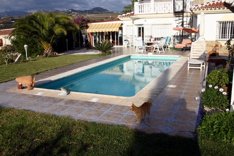 14 Pool mit Wohnhaus