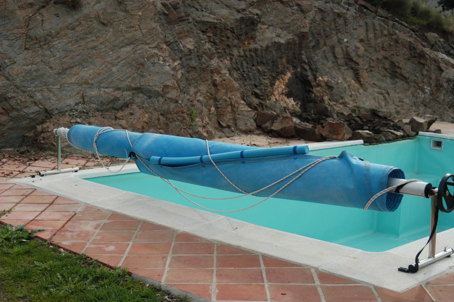 11 Pool mit Abdeckplane