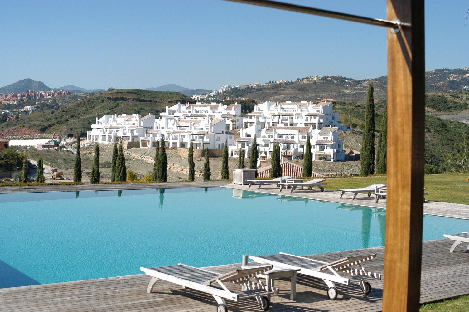 4 Pool Marbella